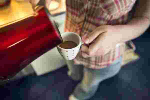 削减您想要的任何费用,但不敢拿走咖啡!